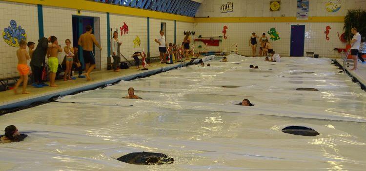 Reddingsbrigade Hendrik Ido Ambacht had een drukbezochte middag Wak zwemmen in zwembad de Louwert.